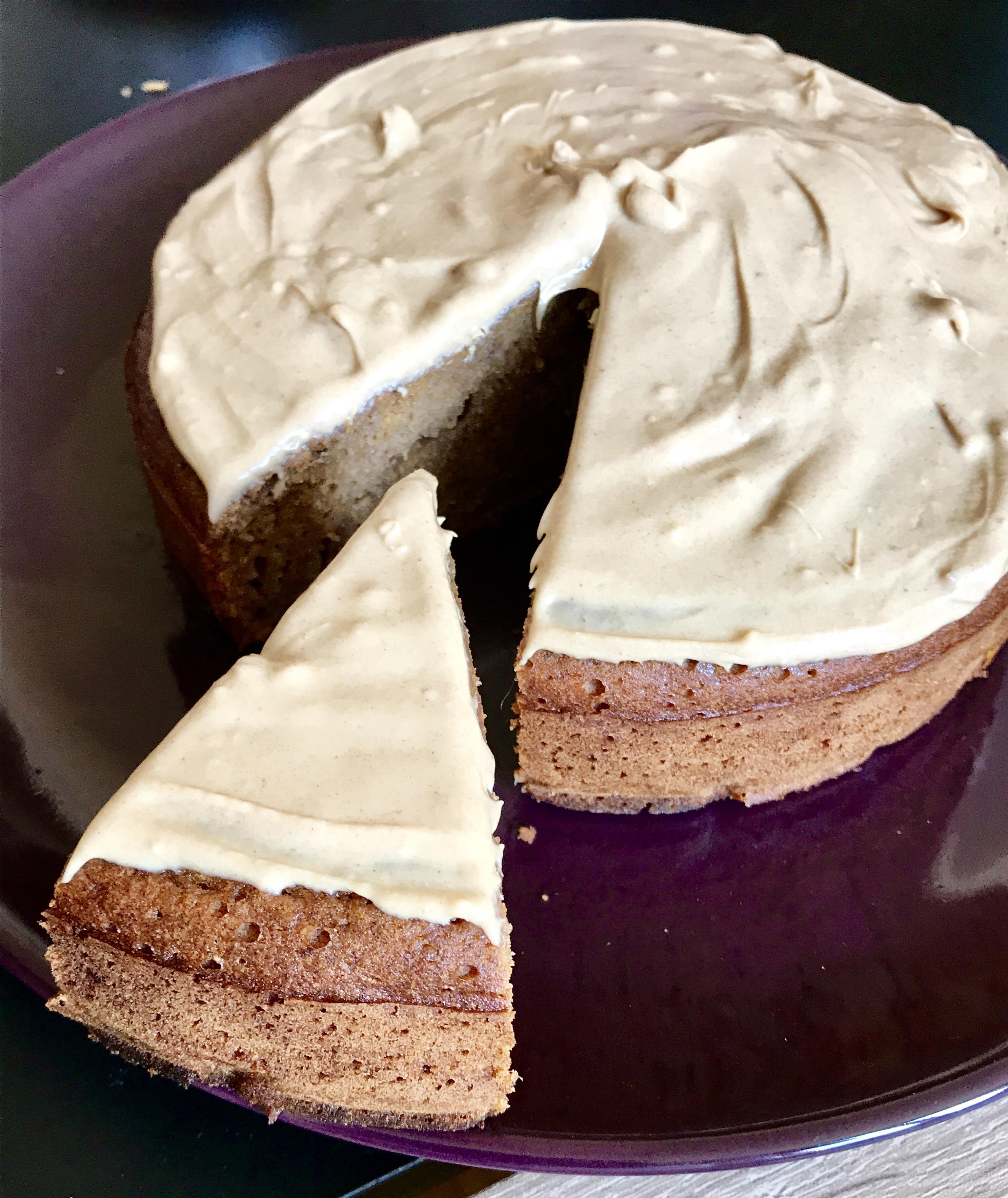 Gâteau aux dattes et au café, glaçage au chocolat